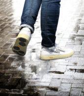 梅雨に向けて滑りにくい新作スニーカー